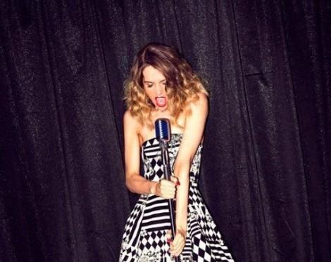 Mel Jade B + W mic pictuire